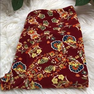 Lularoe tc tall and curvy red floral leggings